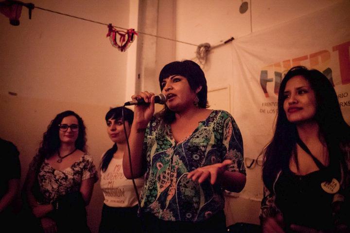 Mujeres activistas por el trabajo sexual. Integran FUERTSA y AMMAR. En discurso, Georgina Orellano. Foto Emergente