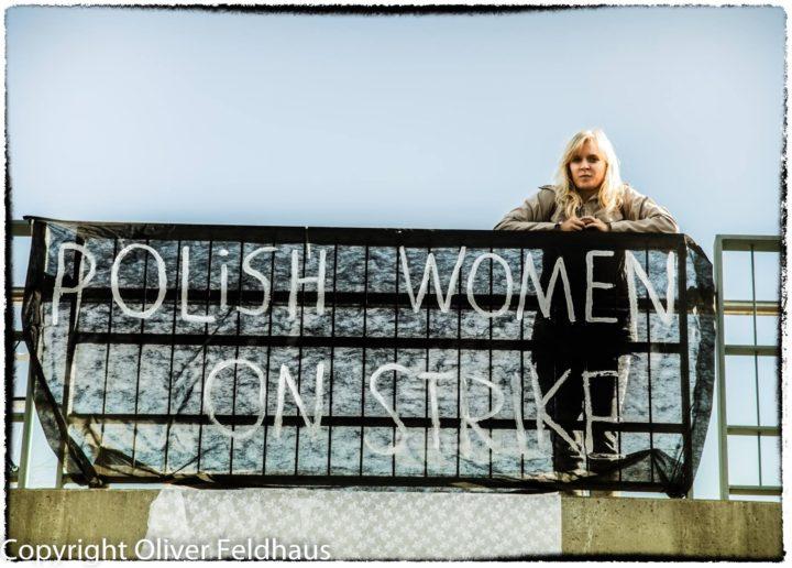 Schwarzer Montag: Solidaritätskundgebungen zum Schutz der Rechte der Frauen in Polen