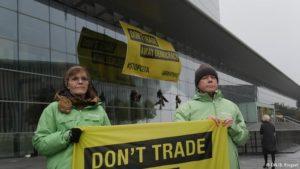 EU trade ministers postpone decision on CETA
