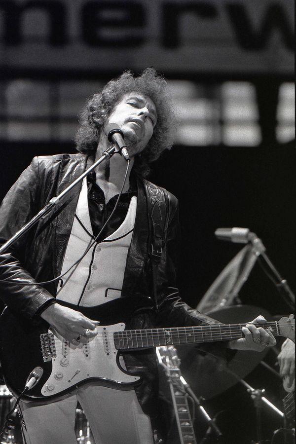 Η επιτροπή των Νόμπελ χάνει την υπομονή της με τον Bob Dylan