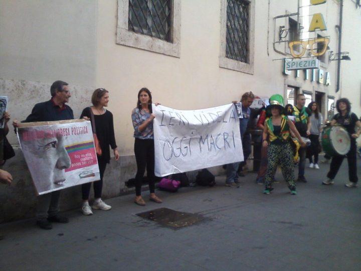 Macri a Roma, la protesta degli argentini