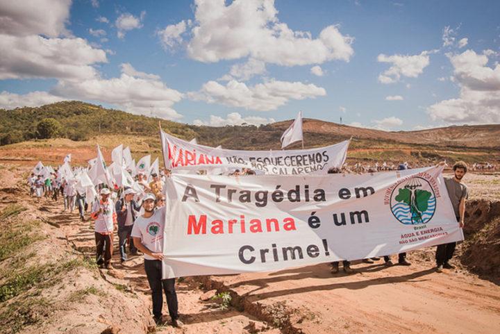 """""""Nada tem sido feito"""", dizem atingidos sobre crime da Samarco"""