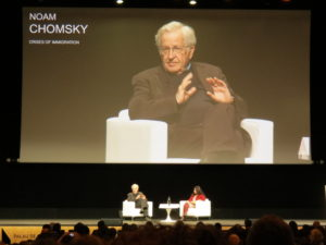 Noam Chomsky. Crisis migratoria