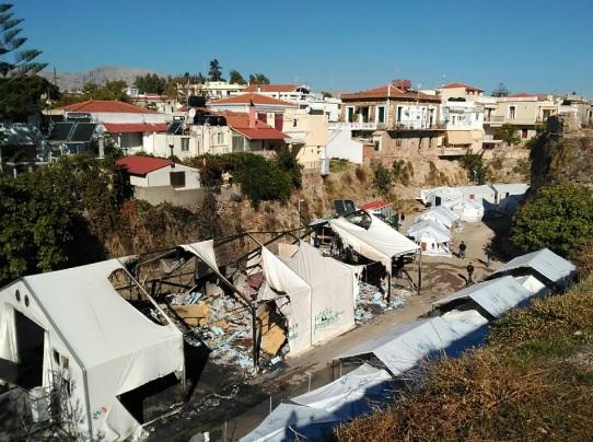 Generation 2.0: επιθέσεις με μολότοφ από ακροδεξιούς στον καταυλισμό προσφύγων στη Σούδα Χίου