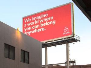 To Airbnb υποχρεώνει τους χρήστες να υπογράψουν δέσμευση κατά των διακρίσεων λόγω ομοφοβικών συμβάντων