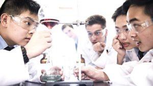 Μαθητές Λυκείου στο Σίδνευ ερευνούν και αναπτύσσουν προσιτά φάρμακα