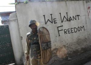 Kashmir, continua la tensione