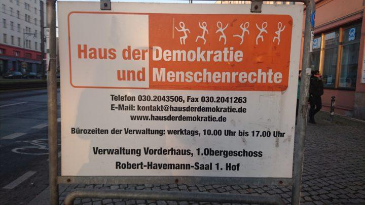 schild-haus-demokratie_2