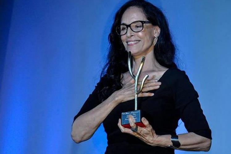 Actriz brasileña Sonia Braga disfruta Premio Coral en La Habana