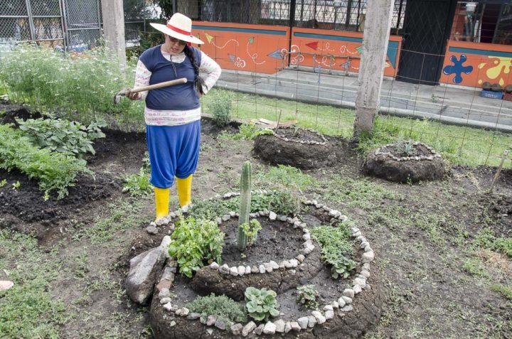"""Vidas Dedicadas 10: Soraya Barragán Soto, """"La partería: práctica ancestral que cuida a la madre y al niño""""."""