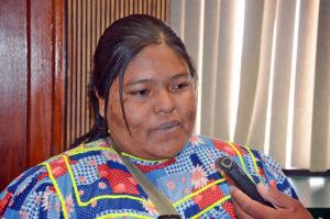 Discriminan a gobernadora indígena en establecimiento público