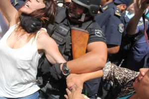 Reprimen a diputados en Jujuy en juzgado donde estaba Milagro Sala