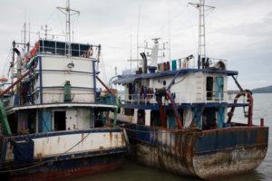 Violazioni dei diritti dei lavoratori e illegalità nella pesca tailandese