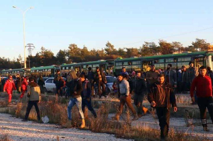 Evacuan a más de tres mil extremistas de ciudad siria de Alepo