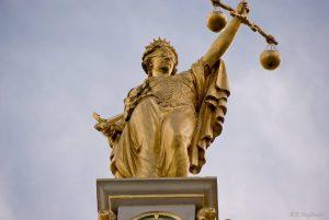Μία αυτονόητη νίκη του κράτους δικαίου. Γιατί όμως στο παρά πέντε;