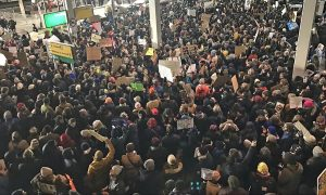 ACLU: Ομοσπονδιακό Δικαστήριο αναστέλλει την απαγόρευση μεταναστών του Trump