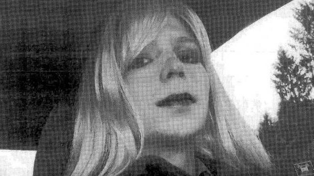 Obama grants clemency to Chelsea Manning & Oscar López Rivera