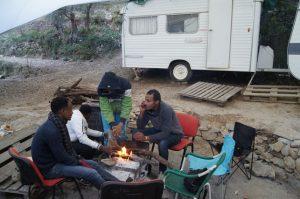 Un grupo de vecinos transporta a refugiados de Italia a Francia a pesar de la amenaza de prisión