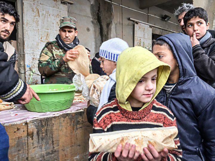 Φωτορεπορτάζ # 3: οι κακοί προσφέρουν ανθρωπιστική βοήθεια στο Χαλέπι