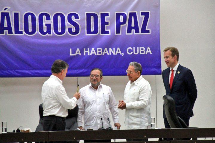 Presidente Santos, Comandante Timochenko, Presidente Raúl Castro. Foto utenriksdepartementet UD