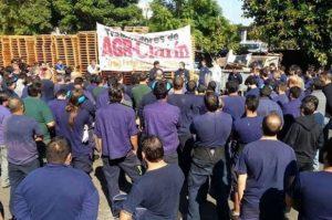"""Clarín echó a 300 obreros gráficos, que denuncian """"lock out patronal"""""""