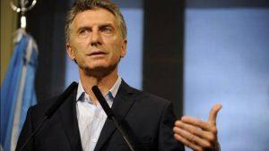 Macri firma un decreto que modifica la Ley de Migraciones