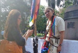 Salta: referente originaria se encadena en Plaza 9 de Julio