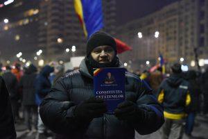 «El presidente rumano le pide al pueblo que salga a la calle en contra del gobierno» A. McLiman