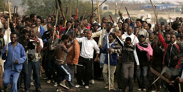 Scoppiano proteste anti-immigrati nella capitale del Sudafrica