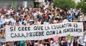 Argentina: La Lucha Sindical Docente también es usada como distracción mientras continúa el saqueo