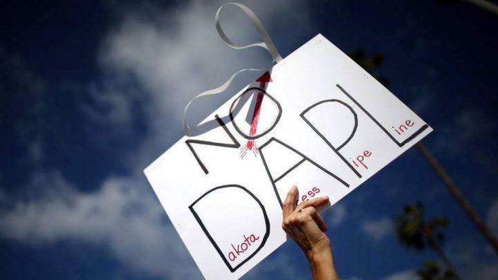 Jueves 6 de abril, protesta por las redes en Francia para desinvertir en el proyecto de oleoducto Dakota Access