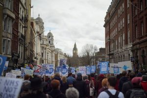 Thousands march in London to defend the National Health Service