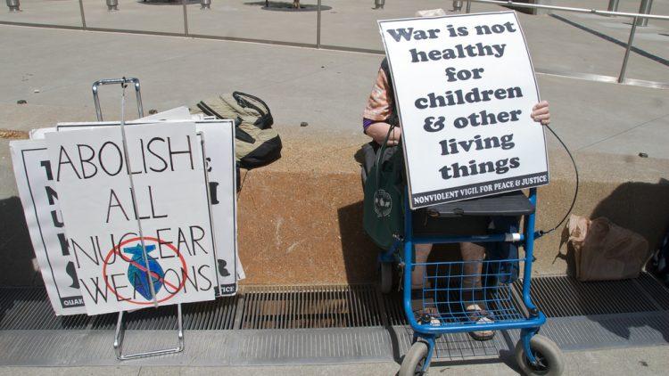 armi nucleari abolish nuclear weapons