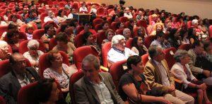 Chile: Periodista Beatriz Sánchez es premiada en masivo acto por el Día de la Mujer Profesora