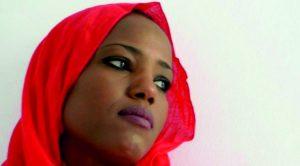 Die Faust und die Stimme: Aziza Brahim, sahrauische Sängerin