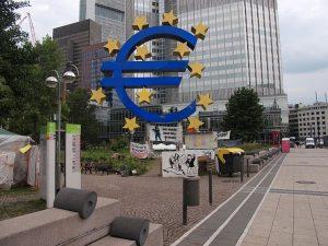 Να λογοδοτήσει η ΕΚΤ ζητά η Διεθνής Διαφάνεια