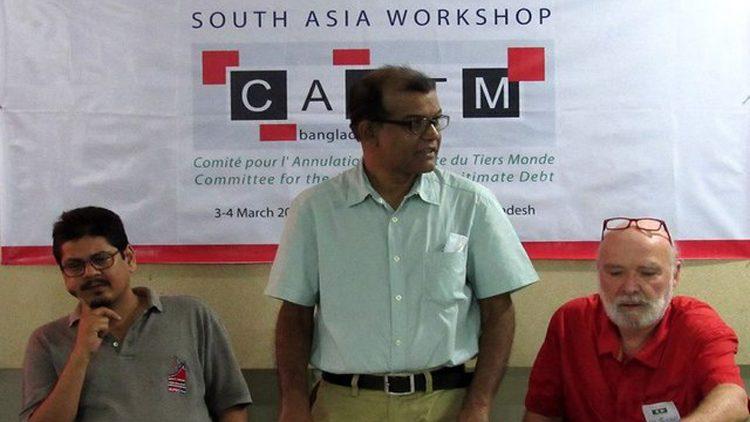 Sushovan Dhar (Inde), Monower Mostafa (Bangladesh), Eric Toussaint (Belgique) à Dacca le 3 mars 2017