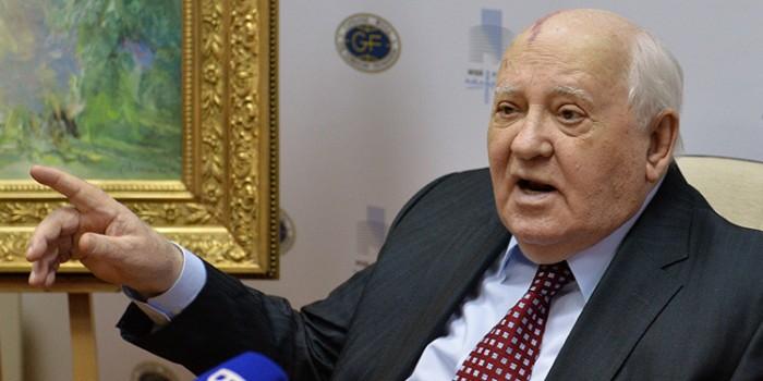 """Γκορμπατσόφ: """"Ο κόσμος ετοιμάζεται για πόλεμο"""""""