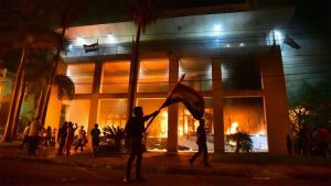 Paraguay: Cartes, el incendio del Congreso, la reelección, y la nueva Triple Alianza