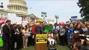 Approvato alla Camera progetto di legge repubblicano.  Milioni di americani potrebbero perdere l'assicurazione sanitaria