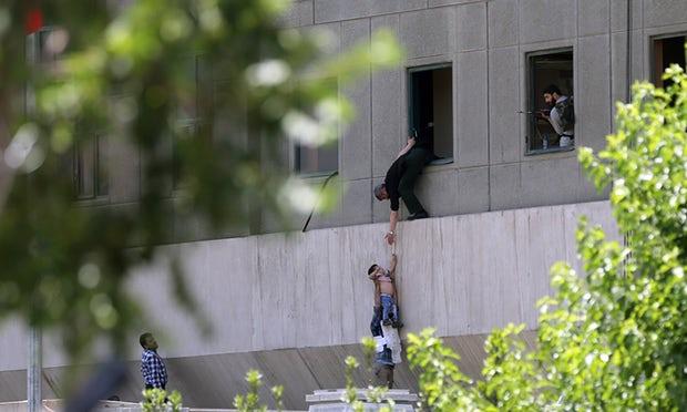I morti di Teheran non valgono un hashtag