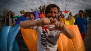 Frente Amplio sepultó en un funeral a la Nueva Mayoría y a Chile Vamos en curiosa performance en la vía pública