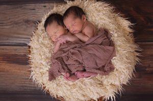 Premio alla nascita: la legge non discrimina, ma l'INPS esclude