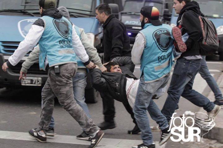 La policía de Macri reprimió al Frente por el Trabajo y la Dignidad Milagro Sala