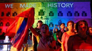 Malta stimmt für Ehe für alle