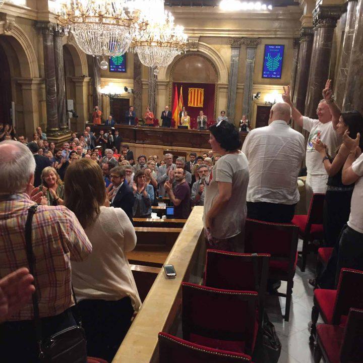 Aplausos tras votacion unanime ley RGC
