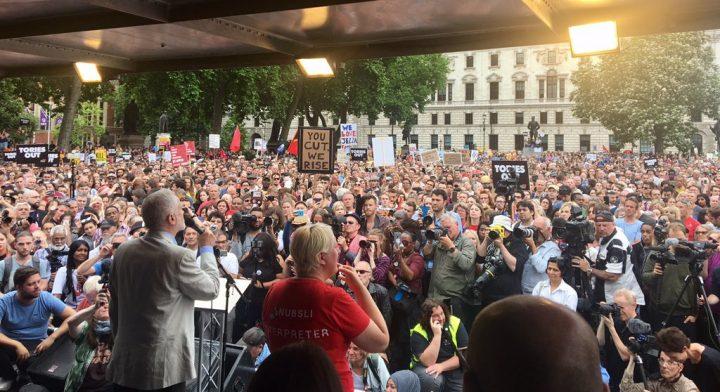 El Reino Unido marcha contra la austeridad