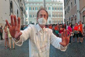 Vaccini: Fuori i mercanti dal tempio