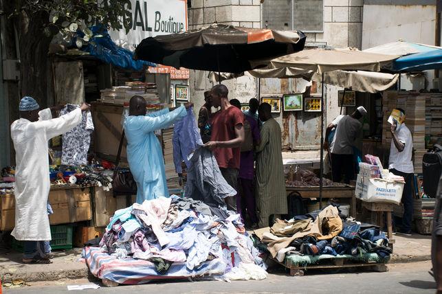 Vender en la calle en Dakar o plantar la manta en Barcelona (2ª parte)