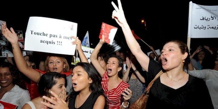 Vittoria delle donne tunisine: il parlamento approva la legge contro la violenza